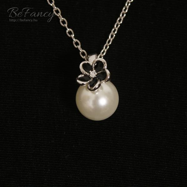 Sterling ezüst nyaklánc gyöngy és virág medállal  1b5d31fef1